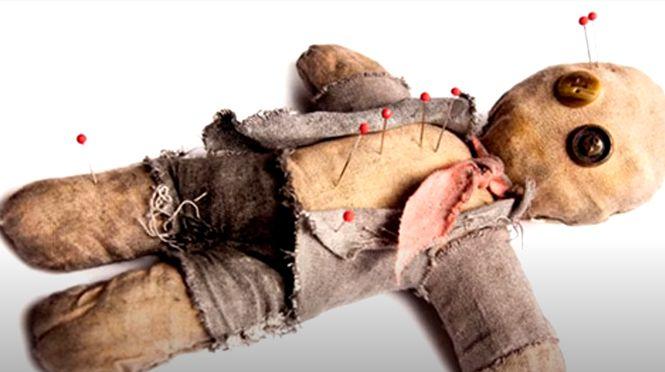валяется пресловутая кукла вуду